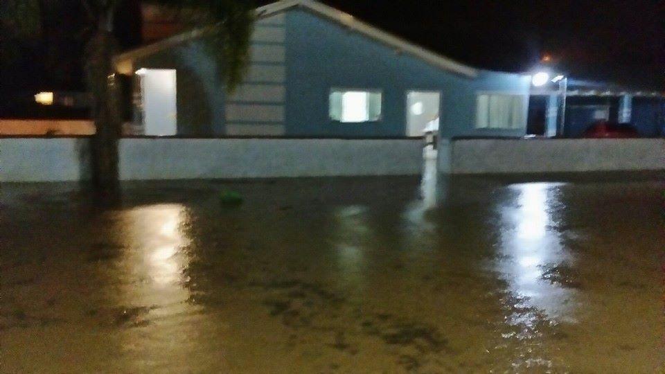 Forte chuva provoca alagamentos e causa prejuízo no centro de Imbuia