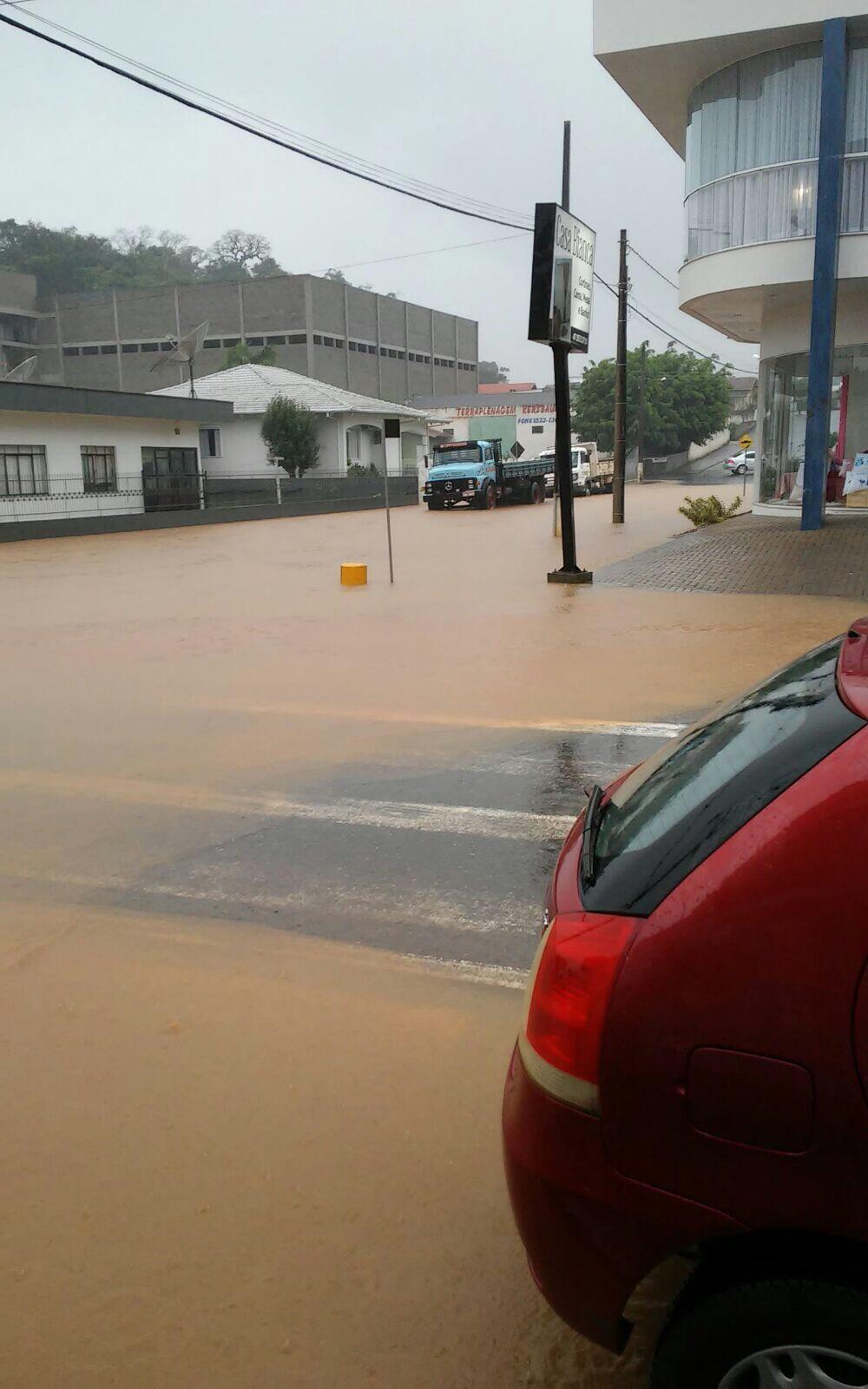 Fortes chuvas causam alagamentos e deslizamentos em Ituporanga