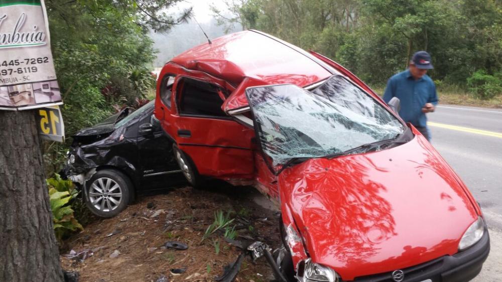 Grave acidente envolve dois veículos em Aurora
