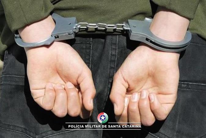 Homem com dois mandados ativos por furto é preso em Ituporanga