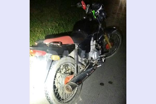 Homem com moto roubada colide na traseira de carro e foge na BR-470 em Rio do Sul