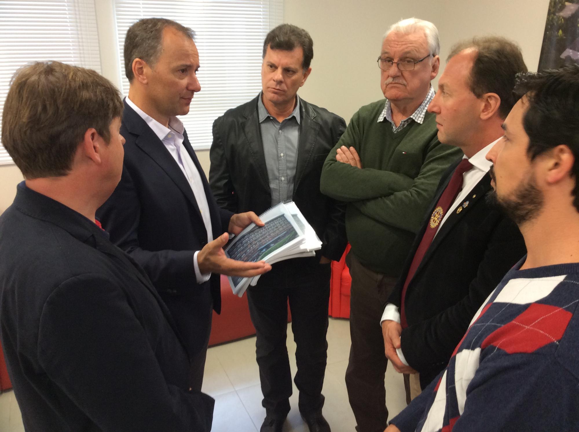 Hospital Regional Alto Vale entregou projetos ao Rotary