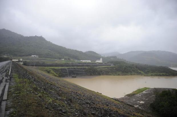 Índios impedem entrada de técnicos da Defesa Civil na barragem de José Boiteux
