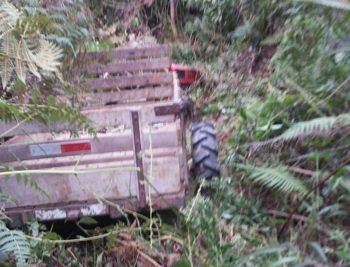 Jovem fica gravemente ferido em acidente com microtrator no interior de Ituporanga