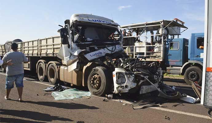 Motorista de Ituporanga morre em acidente entre duas carretas em São Paulo