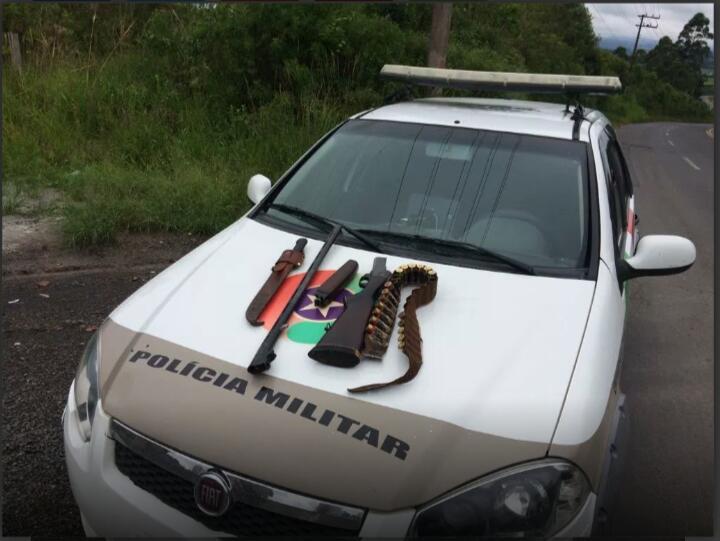 Motorista é preso com arma após fugir da polícia no Alto Vale