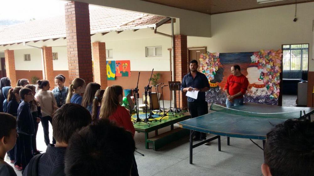 Música e Esporte integram aulas extracurriculares em escolas de Ituporanga