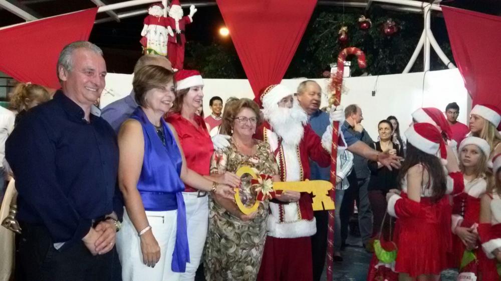 Abertura do Natal Mágico reúne milhares de pessoas em Ituporanga