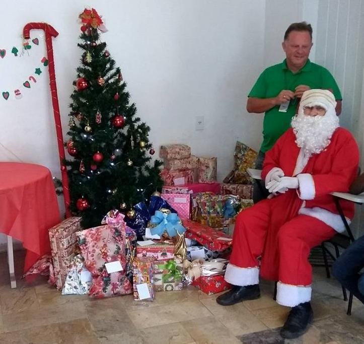 Núcleo de Jovens Empreendedores de Ituporanga faz entrega de presentes para crianças carentes