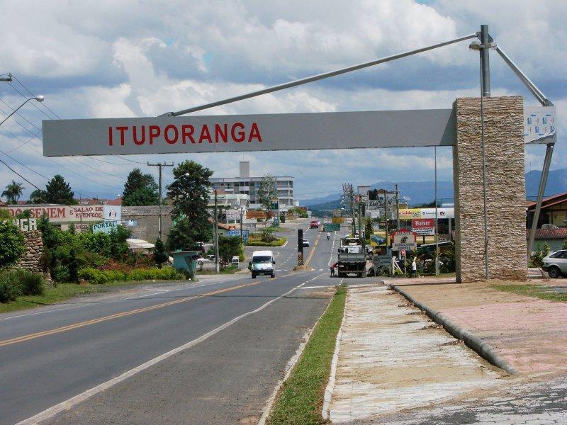 Obras para instalação do saneamento básico em Ituporanga causam transtornos à população.