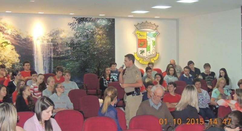 Palestra sobre Alcoolismo e Outras Drogas é realizada em Atalanta