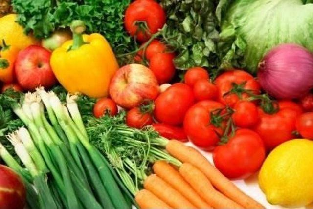 Pelo menos 10 agricultores de Imbuia devem firmar parceria com rede de supermercados para venda direta de hortaliças