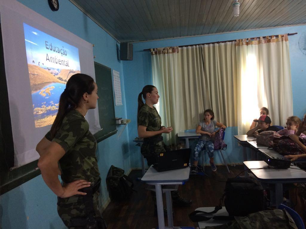 Polícia Ambiental realiza palestra para alunos em Alfredo Wagner