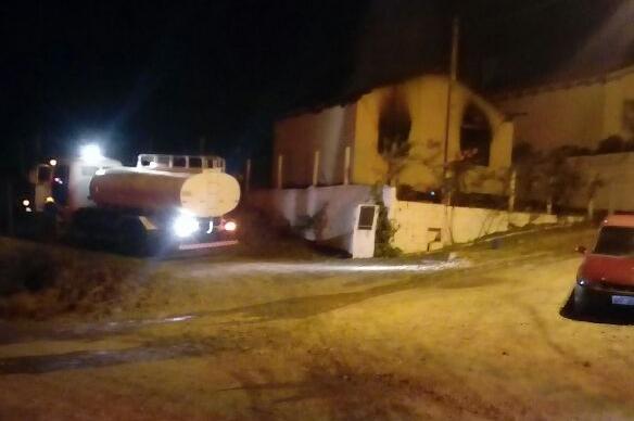 Polícia Militar de Leoberto Leal prende homem por atear fogo em residência