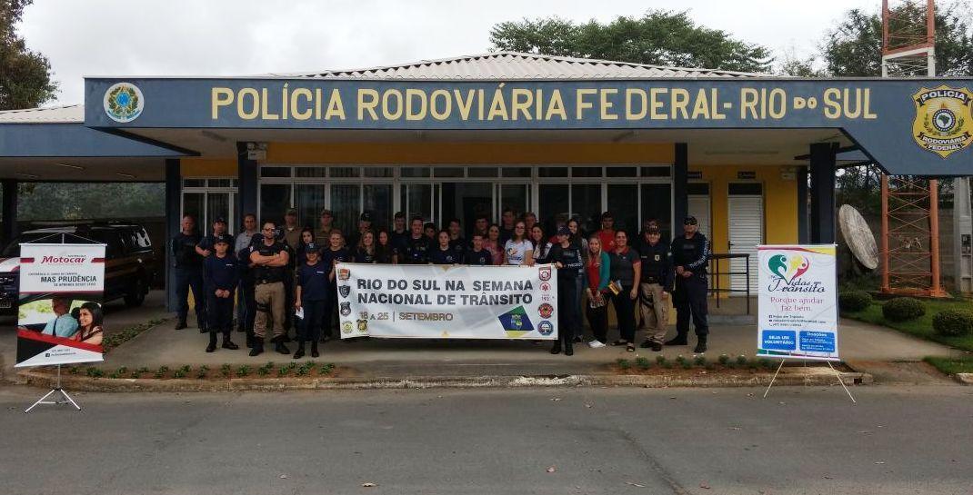 Policia Rodoviária Federal de Rio do Sul promove ações de conscientização na Semana Nacional Do Trânsito
