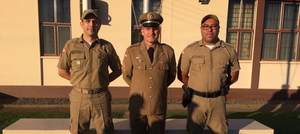 Policiais Militares de Alfredo Wagner recebem brasões de mérito