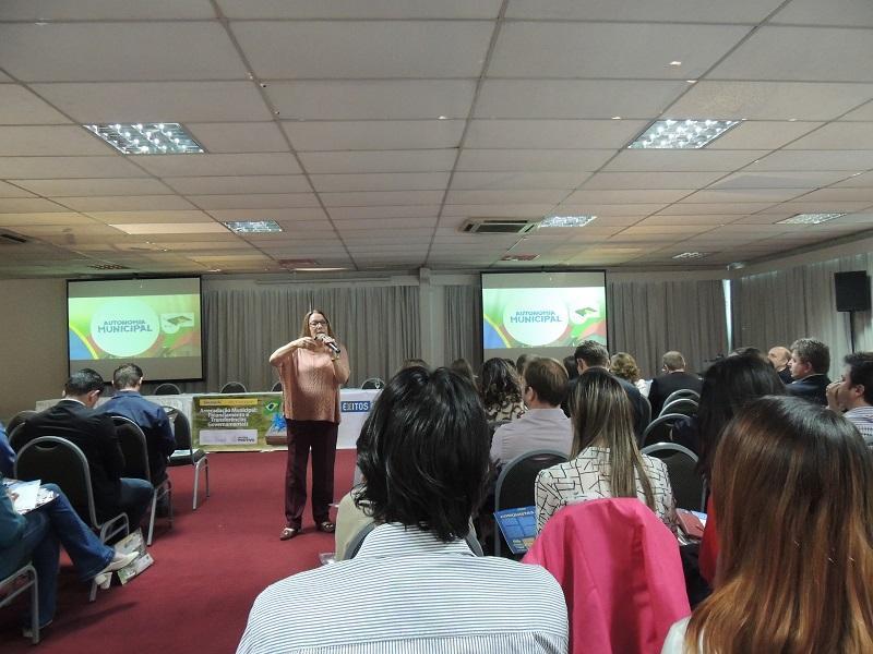Prefeito de Petrolândia participa de encontro regional de municípios