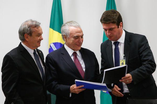 Prefeito de Rio do Sul José Thomé foi a Brasília e entregou ao Presidente Michel Temer demandas do município depois das cheias
