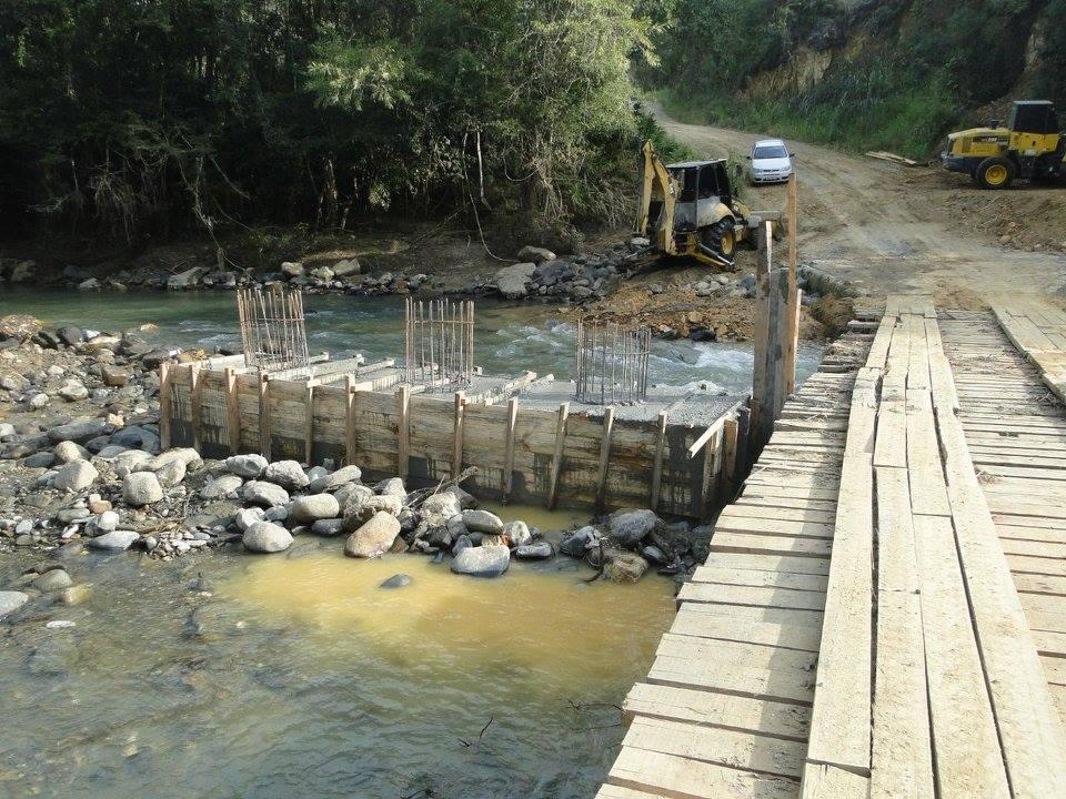 Prefeitura de Vidal Ramos trabalha na construção da ponte na comunidade de Indaialzinho