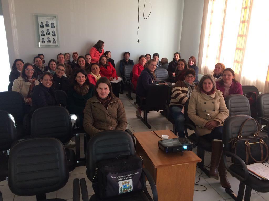 Profissionais da Educação participam de cursos de capacitação em Chapadão do Lageado