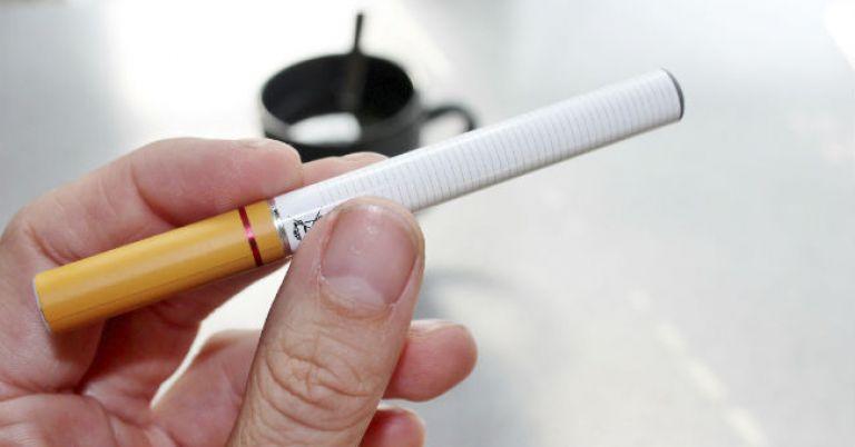 Queda no consumo de cigarro tradicional deve diminuir produção mundial de tabaco