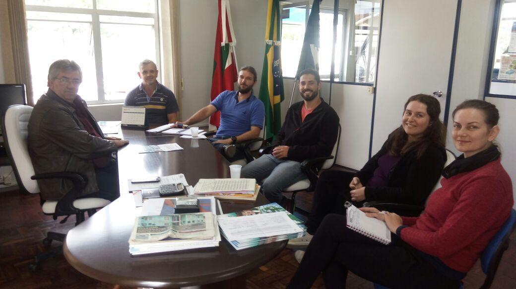 Reunião discute soluções para a falta de água em Imbuia