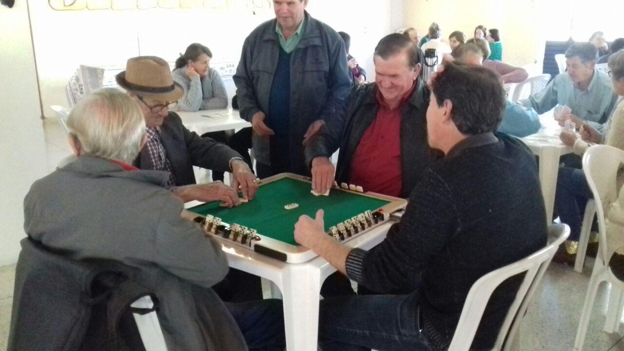Reunião do serviço de convivência contou com 90 idosos, em Petrolândia