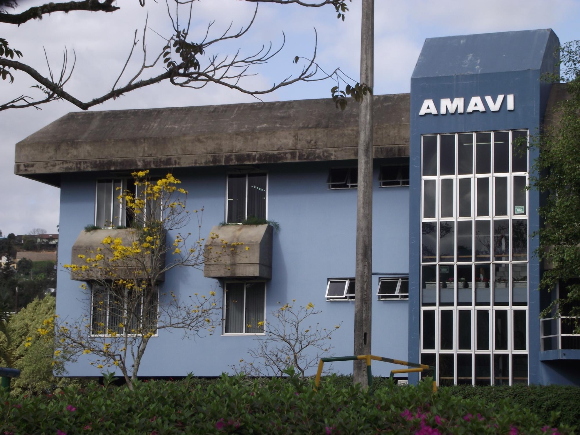 Reunião entre prefeitos na AMAVI tratou projetos para o FUNDAM 2, BR-470 e a viabilidade da Usina de Asfalto no Alto Vale