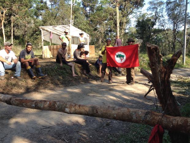 Trabalhadores do Movimento Sem Terra ocupam fazenda em Doutor Pedrinho, no Vale do Itajaí