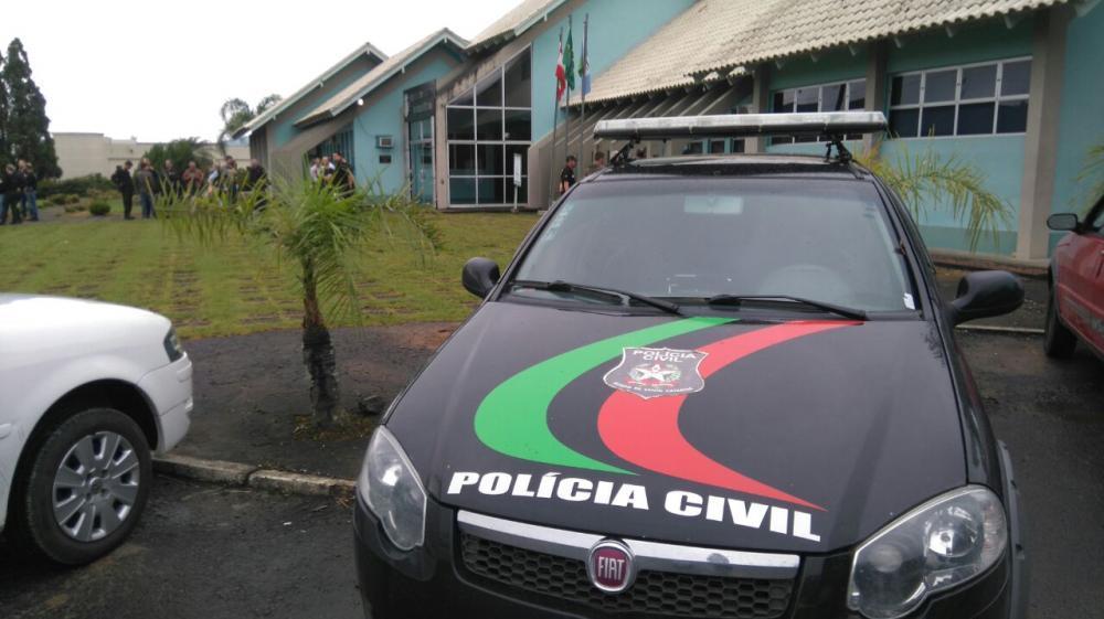 Uma mulher e 3 homens são presos por suspeita de crime eleitoral em Agronômica