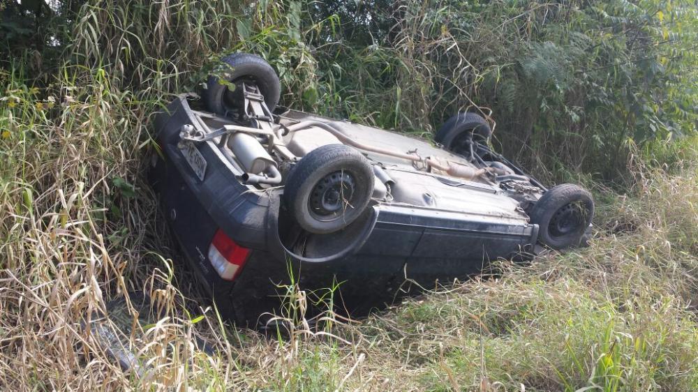 Veículo capota em Ituporanga