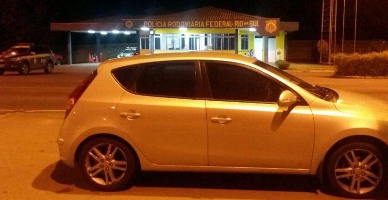 Veículo com documento falso é apreendido na BR-470 em Rio do Sul