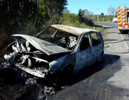 Veículo pega fogo na SC-350 em Ituporanga