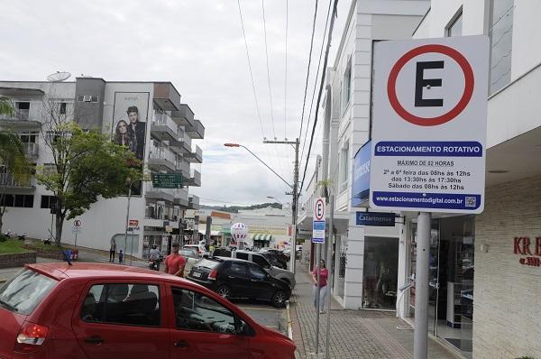 Vereador quer ressarcimento a usuários que ficaram com créditos do estacionamento rotativo de Ituporanga