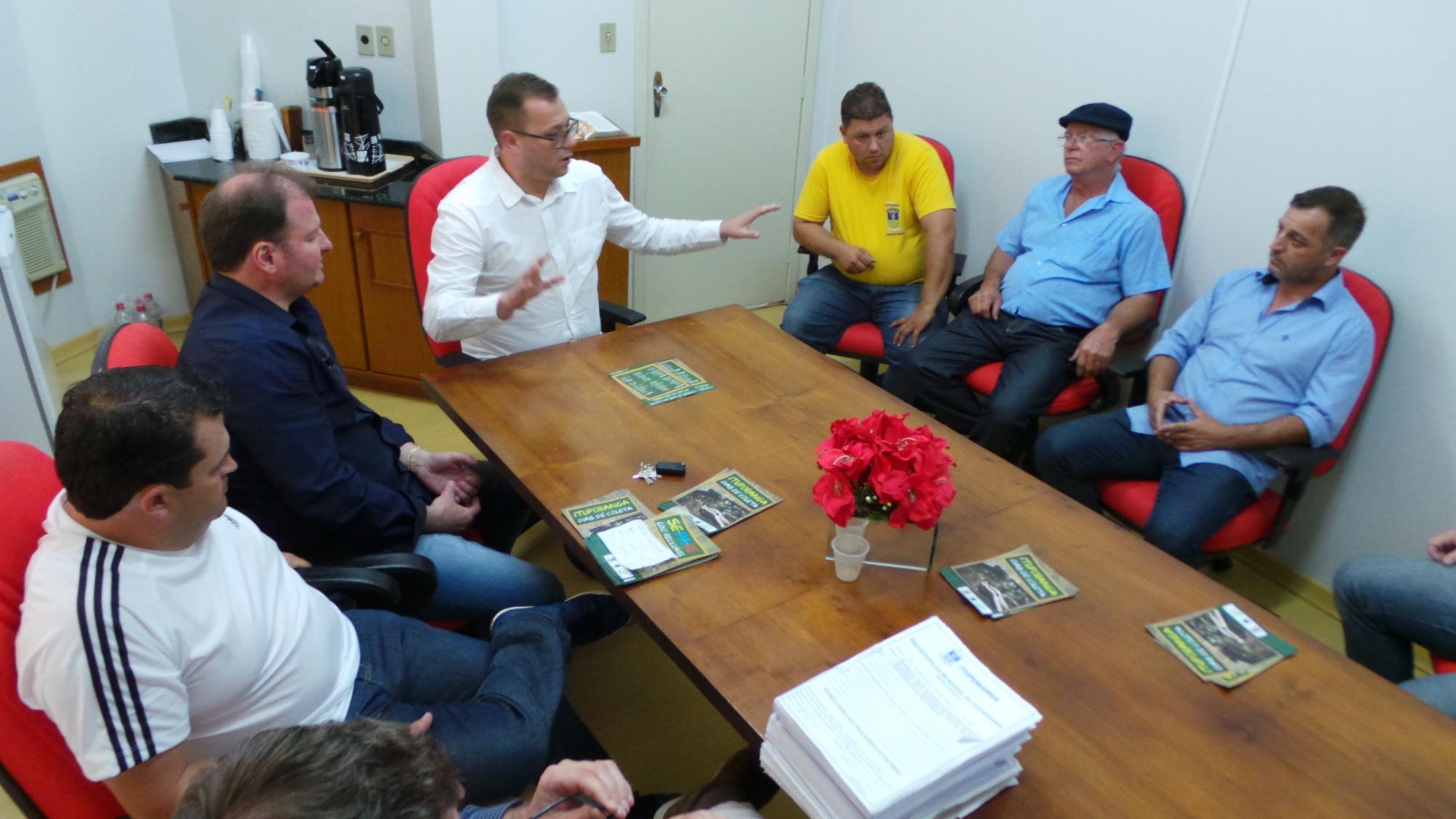 Vereadores de Ituporanga se reúnem para esclarecer dúvidas sobre a terceirização do lixo no município