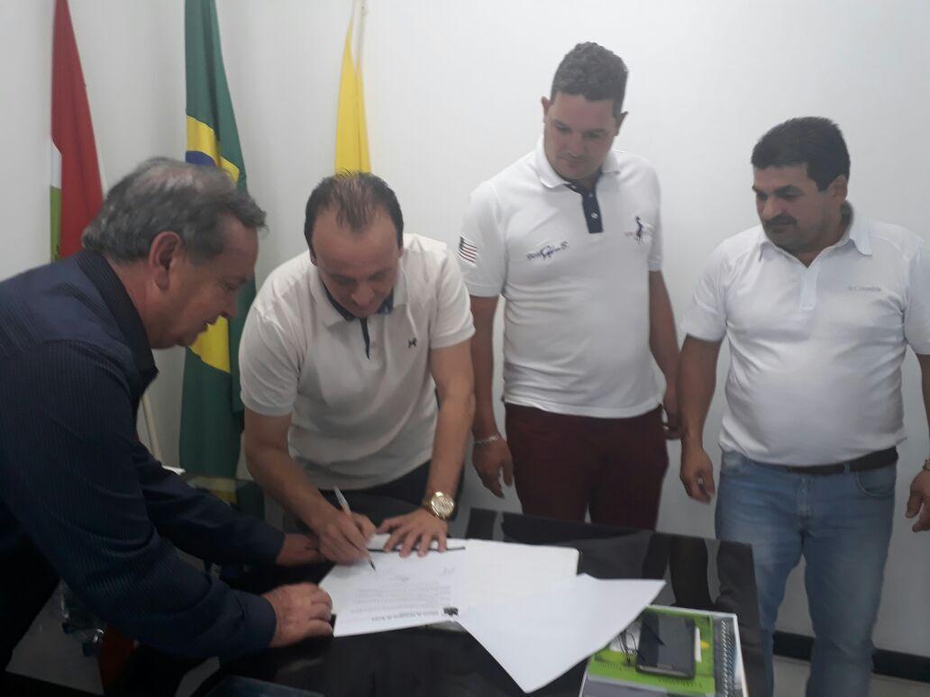 Xandão é empossado novo prefeito de Aurora