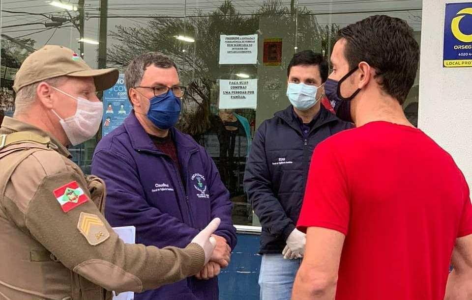 Policia Militar fiscaliza cumprimento de novas regras para combater a propagação do novo coronavírus na Região da Cebola