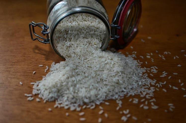 Preço do arroz deve seguir em alta até março de 2021 em SC, diz associação de supermercados