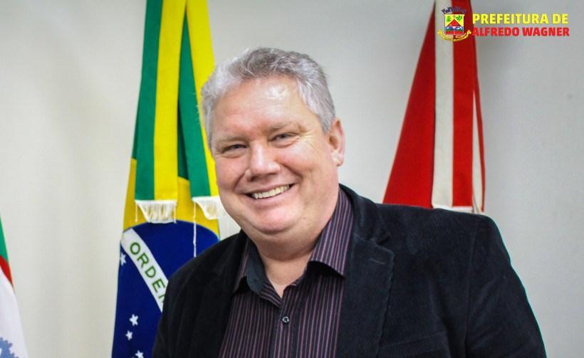 Prefeito de Alfredo Wagner garante recursos para aquisição de veículo para a Apae do município
