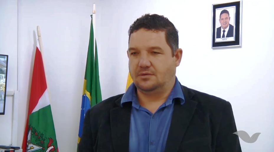 Prefeito de Aurora avalia primeiros dias do funcionamento das escolas e creches no município