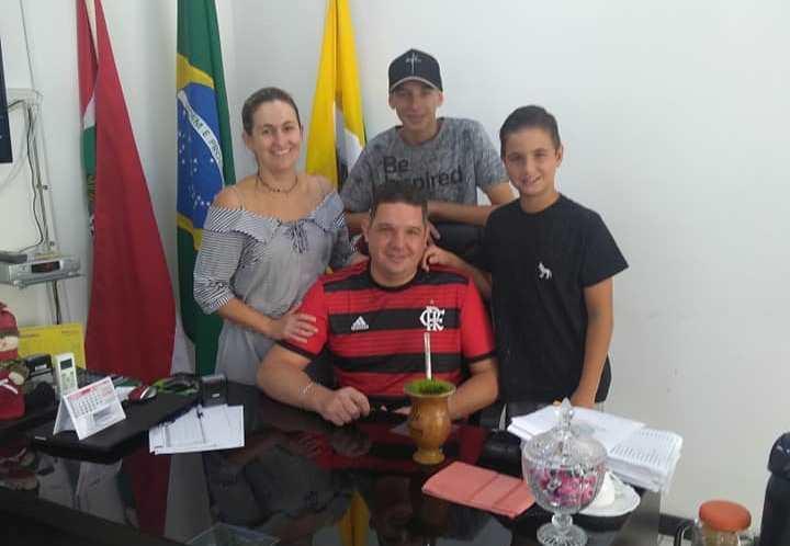 Prefeito de Aurora comenta estado de saúde da família após acidente de trânsito
