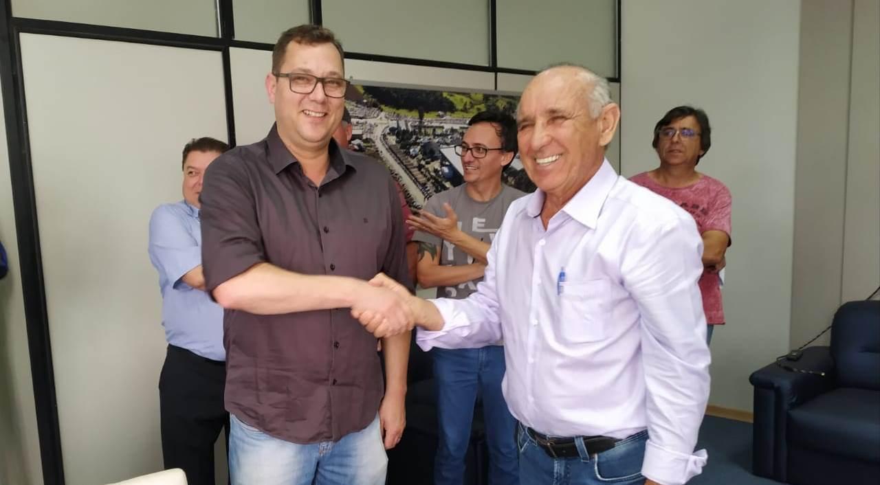 Prefeito de Ituporanga transmite o cargo ao presidente da Câmara de Vereadores