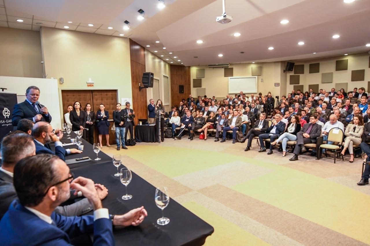 Prefeito de Petrolândia participa de evento promovido pela Fecam