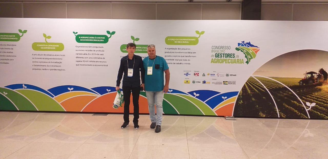 Prefeito de Petrolândia viaja a Brasília em busca de recursos para o município e participa de congresso