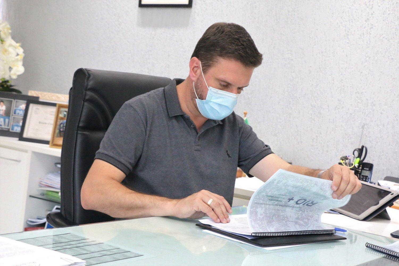 Prefeito de Rio do Sul antecipa compra de material para vacinação contra COVID