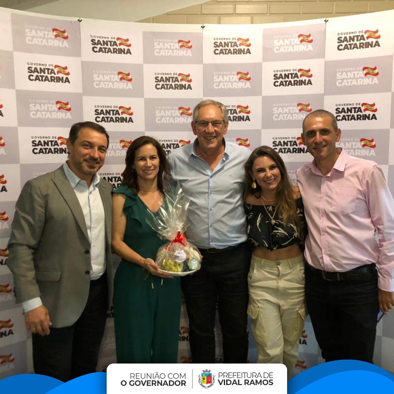 Prefeito de Vidal Ramos apresenta reivindicações municipais durante jantar com o governador do Estado