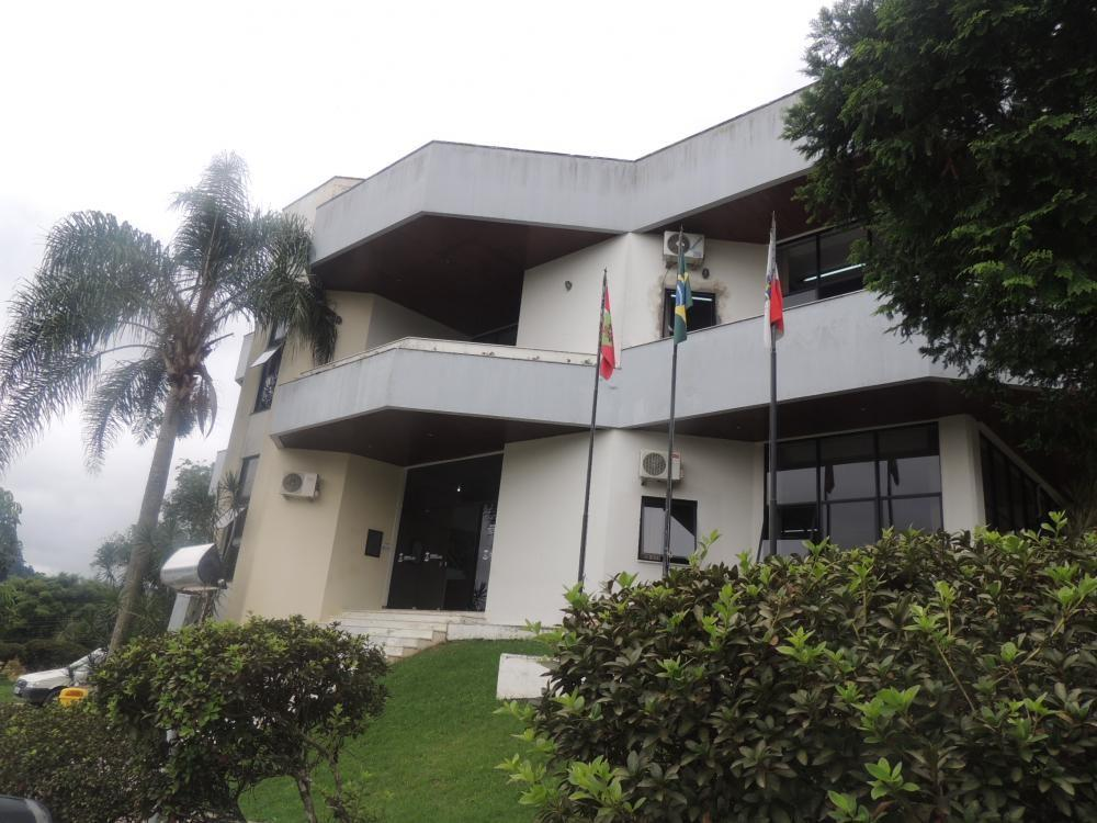 Prefeitura de Ituporanga deve exonerar mais de 100 servidores temporários, determina Justiça
