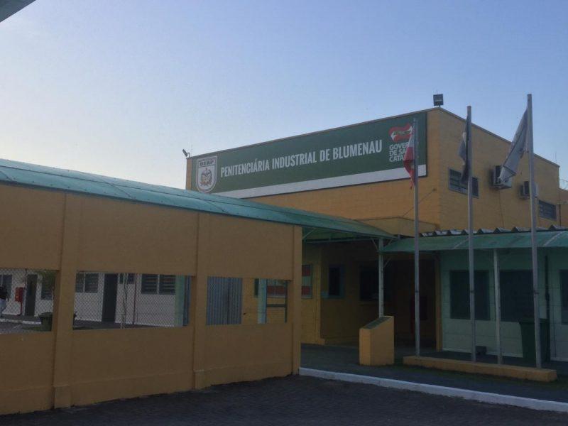 Preso arranca coração de colega de cela na Penitenciária Industrial de Blumenau