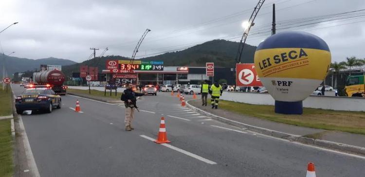 PRF flagra 1350 motoristas alcoolizados durante Operação Festas de Outubro