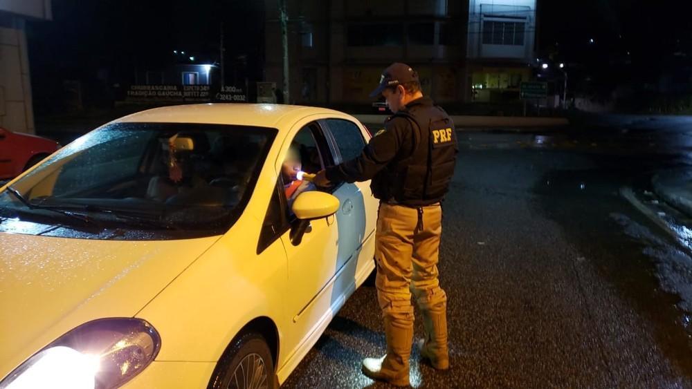PRF flagra 228 motoristas embriagados no fim de semana nas rodovias federais catarinenses